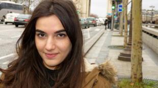Roja, una estudiante iraní.