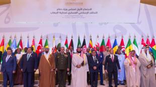 """نشست ائتلافی وزیران دفاع ۴۰ کشور مسلمان به منظور بررسی راههای """"مبارزه با تروریسم"""" افراطی برگزار شد."""