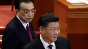 图为中国国家主席习近平与总理李克强2019年3月3日在北京人民大会堂全国政协会议开幕式上