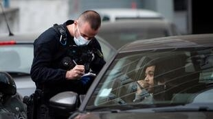 Un contrôle de police à Marseille, en France, le 25 mars 2020.