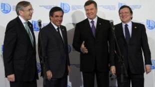 Глава Европейского банка реконструкции и развития, премьер-министр Франции, президент Украины и глава Еврокомиссии в Киеве, 19 апреля 2011.