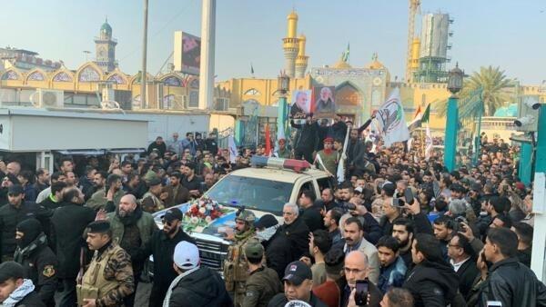 Cortejo fúnebre de Qassem Soleimani, de Abou Mehdi al-Mouhandis e de outras vítimas do ataque norte-americano, em Bagdá, 4 de janeiro de 2020.