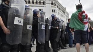 Adiado de novo eleições presidenciais na Argélia, controlada por militares