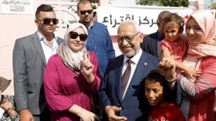 突尼斯复兴运动党领袖Rached Ghannouchi在投票站,2019年10月6日。