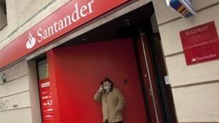 O banco espanhol Santander teve sua nota rebaixada pela agência Standard and Poor's