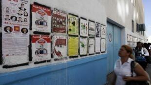 Carteles electorales en las calles de Túnez