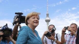 A chanceler alemã, Angela Merkel, prometeu aumentar os subsídios e não aumentar os impostos.