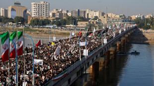 Biển người tại thành phố Ahvaz tiễn đưa tướng Qassem Soleimani, tư lệnh lực lượng viễn chinh Iran. Ảnh ngày 05/01/2020.