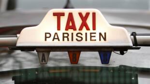 Taxistas franceses paralisaram as atividades em protesto contra a concorrência desleal.