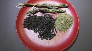 Anis vert, clou de girofle, poivre long, ou encore laurier africain.