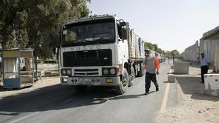 Lorries loaded with fruit and vegetables in the south of Gaza