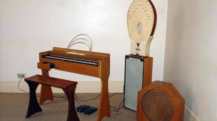 Les Ondes Martenot, an electronic music instrument invented in 1928 by Maurice Martenot.