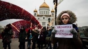 В центре Москвы прошли одиночные пикеты в поддержку сестер Хачатурян, 14 декабря 2019 г.