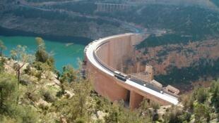 Dự án đào kênh và ống dẫn để đưa nước sông về Bắc Kinh (DR)