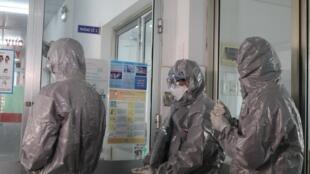 Các bác sĩ tại bệnh viện Chợ Rẫy, TP Hồ Chí Minh, đến chăm sóc bệnh nhân nhiễm virus corona tại phía nam Việt Nam. Ảnh chụp ngày 30/01/2020.