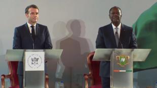 Les présidents Ouattara et Macron lors de l'annonce du remplacement du franc CFA par l'eco le 21 décembre 2019.