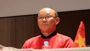 Ông Park Hang Seo, huấn luyện viên người Hàn Quốc đã giúp đội tuyển bóng đá Việt Nam đạt được nhiều thành tích trong thời gian gần đây.