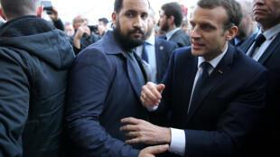 Emmanuel Macron e Alexandre Benalla no dia 24 de fevereiro de 2018.