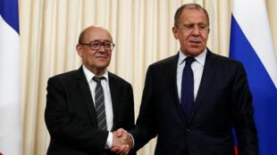 Жан-Ив Ле Дриан (слева) и Сергей Лавров
