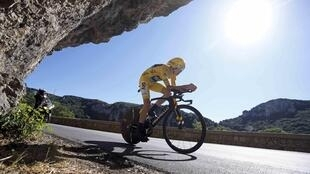 Froome sigue vestido de amarillo tras pasar el ecuador de la edicion 2016 del Tour de Francia.