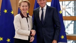 Tân chủ tịch Ủy Ban Châu Âu Ursula Von der Leyen (T) và chủ tịch Hội Đồng Châu Âu Donald Tusk tại Bruxelles, Bỉ, ngày 30/09/2019.