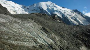 The Tête-Rousse glacier