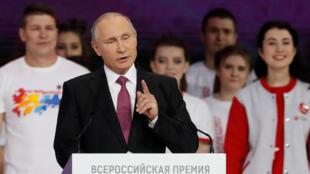Vladimir Putin durante o  seu discurso perante o congresso dos  voluntários em Moscovo.06 de Dezembro de 2017