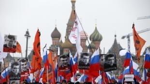 數萬俄羅斯民眾3月1日在莫斯科悼念涅姆佐夫遇害
