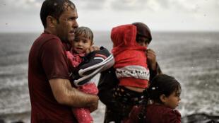 Les personnes ayant fui leur pays d'origine peuvent souffrir d'un traumatisme de l'exil et de problèmes psychologiques liés à leur situation de précarité dans le pays d'accueil.