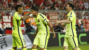 Trio ofensivo do Barcelona, Neymar, Luis Suarez et Lionel Messi comemoram gol contra o Bayern, na terça-feira 12 de maio de 2015.