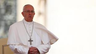 O papa Francisco pede um minuto de paz