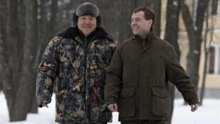 Kazakh President Nursultan Nazabayev with Russia's Dmitry Medvedev