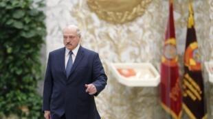 """По словам Александра Лукашенко, в ближайшие два года Беларусь «будут очень сильно """"пробовать на зуб"""", на предмет того, достойны ли мы той независимости, о которой всегда и везде говорим»"""