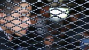 Além de menores que entraram ilegalmente nos Estados Unidos desacompanhados, muitos foram separados de seus pais antes de serem detidos.