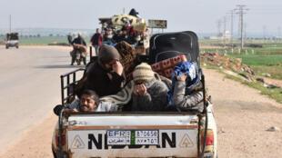 Civis continuavam fugindo da violência em Afrin neste domingo, 18 de março.