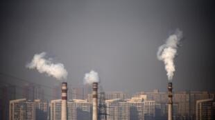 Cột khói gần các khu dân cư ở Thiên Tân (Tianjin), Trung Quốc
