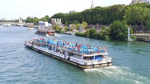 Founded in 1949, Bateaux Mouches bears the name of the shipyards on the Lyon river wharf, now known as Gerland.