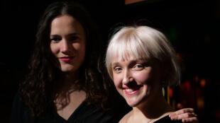 Clara Ysé et Kyrie Kristmanson à RFI.