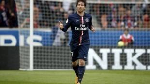 Maxwell abriu o placar para o PSG neste sábado, na vitória do clube parisiense por 6 a 1 contra o Lille pelo campeonato francês.