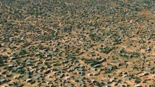 Vue aérienne de la capitale du Burkina Faso, Ouagadougou, le 10 janvier 2000.