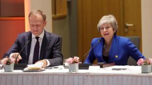 Le président du Conseil européen Donald Tusk et la Première ministre britannique Theresa May lors d'un sommet extraordinaire à Bruxelles, mercredi 10 avril 2019.