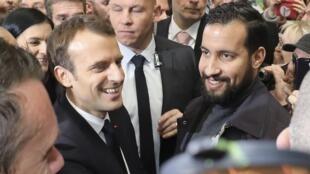 Emmanuel Macron e Alexandre Benalla em Paris no Salão da agricultura a 24 de Fevereiro de 2018.