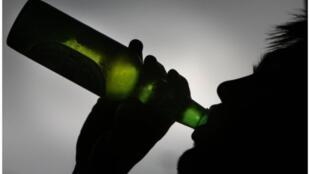 O consumo de bebidas alcoólicas é responsável pela morte de 49 mil pessoas por ano na França.