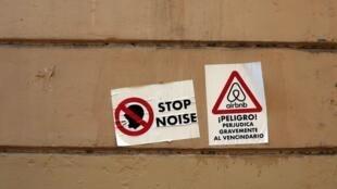 Parede com panfletos de protestos contra o Airbnb, Barcelona, Julho de 2018