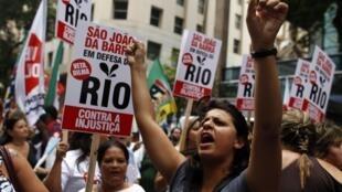 Manifestação na segunda-feira (26) no Rio de Janeiro contra a reforma das regras dos royalties.