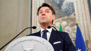 O primeiro-ministro da Itália Giuseppe Conte e sua nova equipe de ministros prestaram juramento ao presidente Sergio Mattarella na manhã desta quinta-feira (5/9).