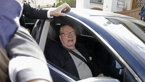 Jean-Marie Le Pen arrives to his party's headquarters, near Paris, 4 May 2015.