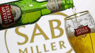 A fusão da  AB InBev com a SABMiller criará um gigante mundial do setor de cervejas, reunindo marcas como Budweiser, Corona, Foster's e Stella Artois (foto).