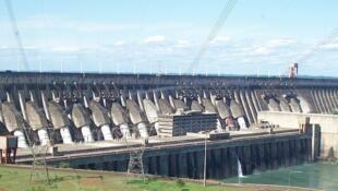 Eletrobrás: a maior empresa de energia elétrica da América Latina, produzindo 38% da energia consumida no Brasil.