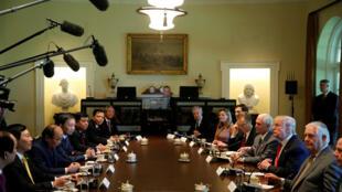 Hội đàm giữa hai phái đoàn Việt Nam (T) và Hoa Kỳ, tại Nhà Trắng, Washington, ngày 31/05/2017